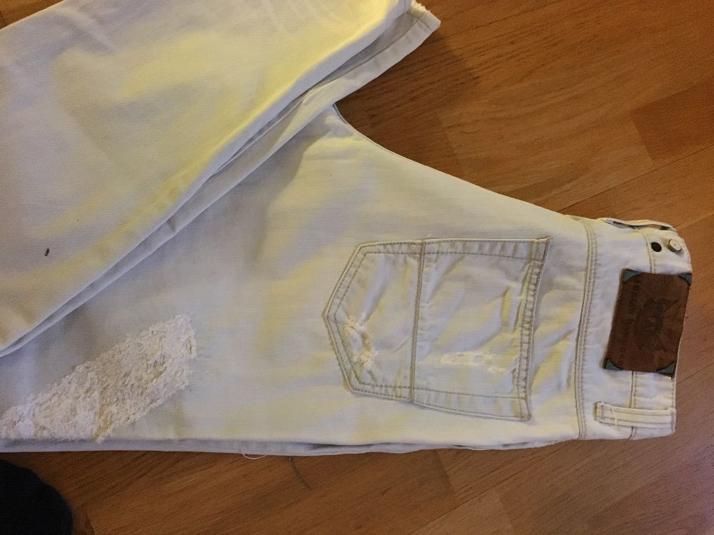 Ljusa Adrian Hammond jeans.