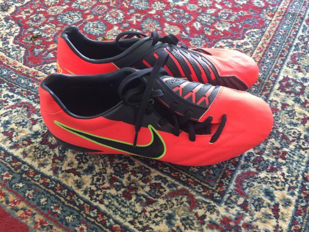 Nike fotboll skor storlek 40,5