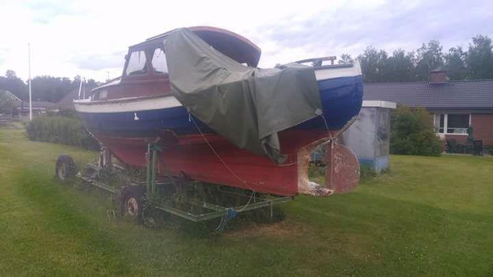 Akut båt bytes mot bil.