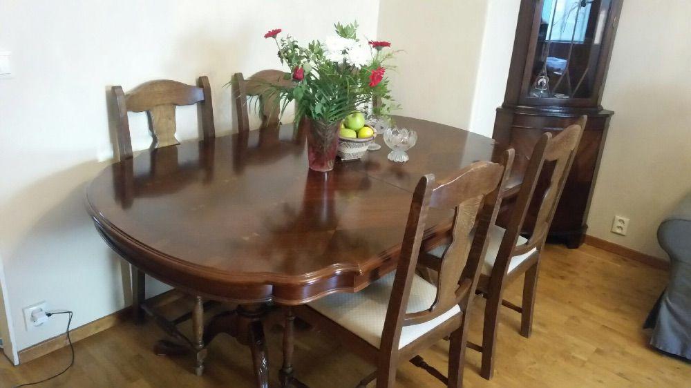 Matbord med 5 stolar