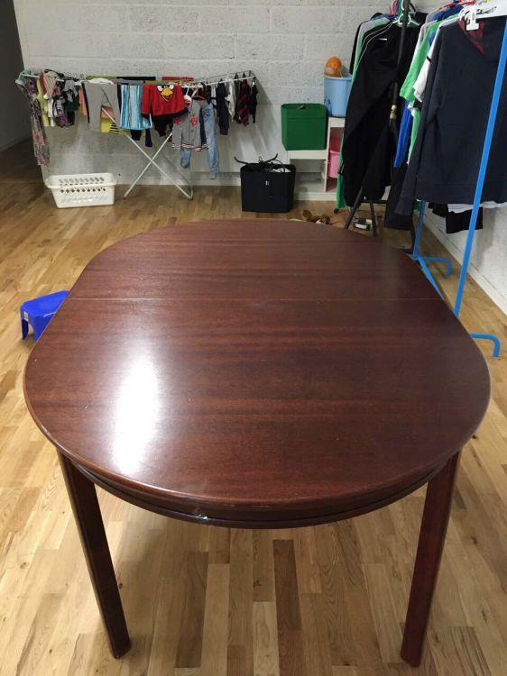 Matbord med 4 stolar och 2 iläggskiva