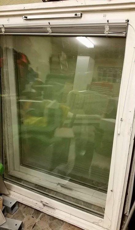 12 aluminium klädda fönster