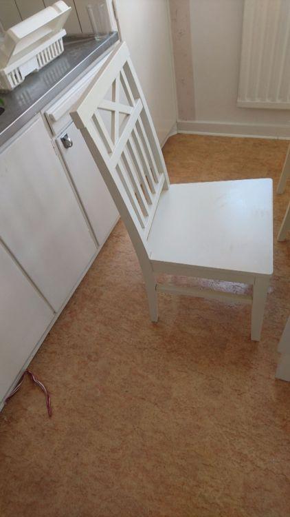 Bord, stolar, lampa