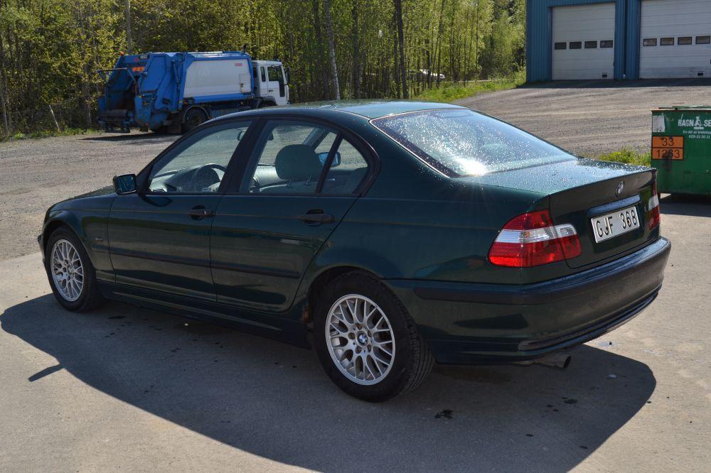 BMW 318i- 1999 årsmodell inklusive reservdelsbil !!!! Läs hela annonsen !!!
