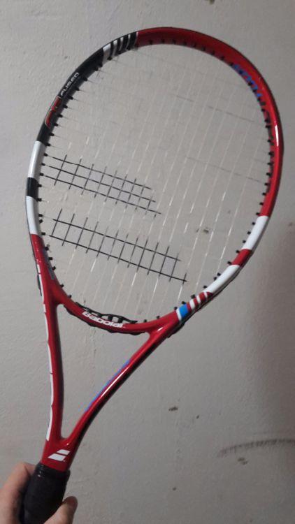 Tennisracket och böcker