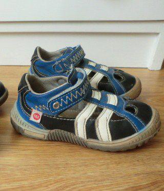 Två par skor storlek 24