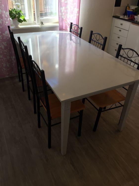 Köksbord med 6 stolar