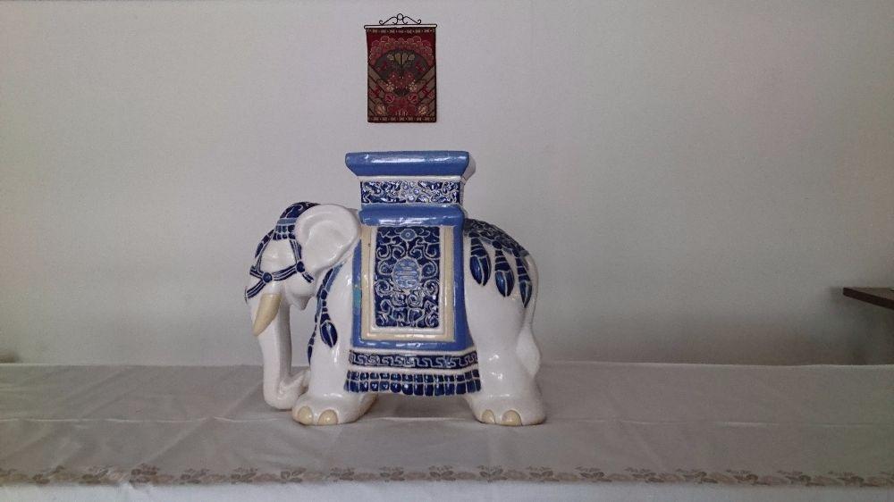 Till salu Elefant i porslin