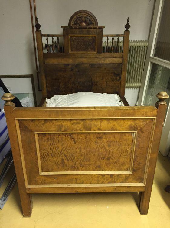 Utdragssäng antik, gammal, säng