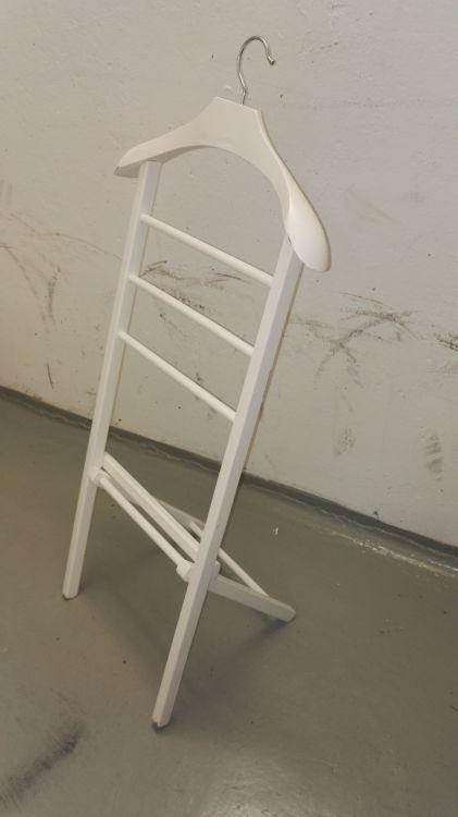 Klädbetjänt Möbler& Inredning i Arvika med stolar, soffa, soffbord, tv bänk, bord, byrå