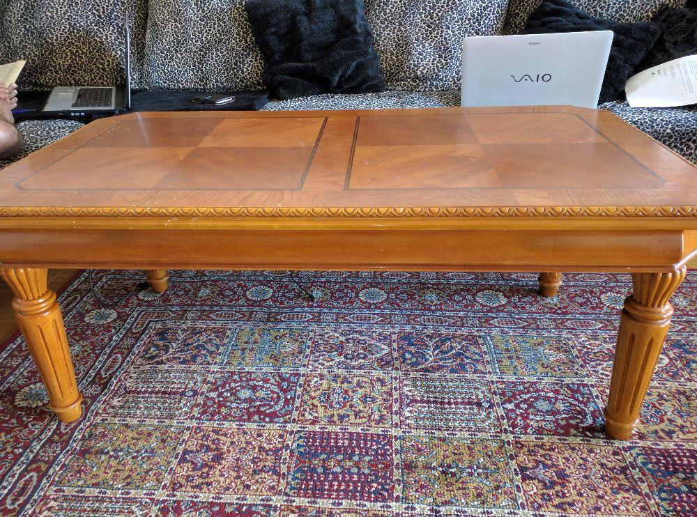 Bort skänkes sofa fåtöjl, bord och bådmadras