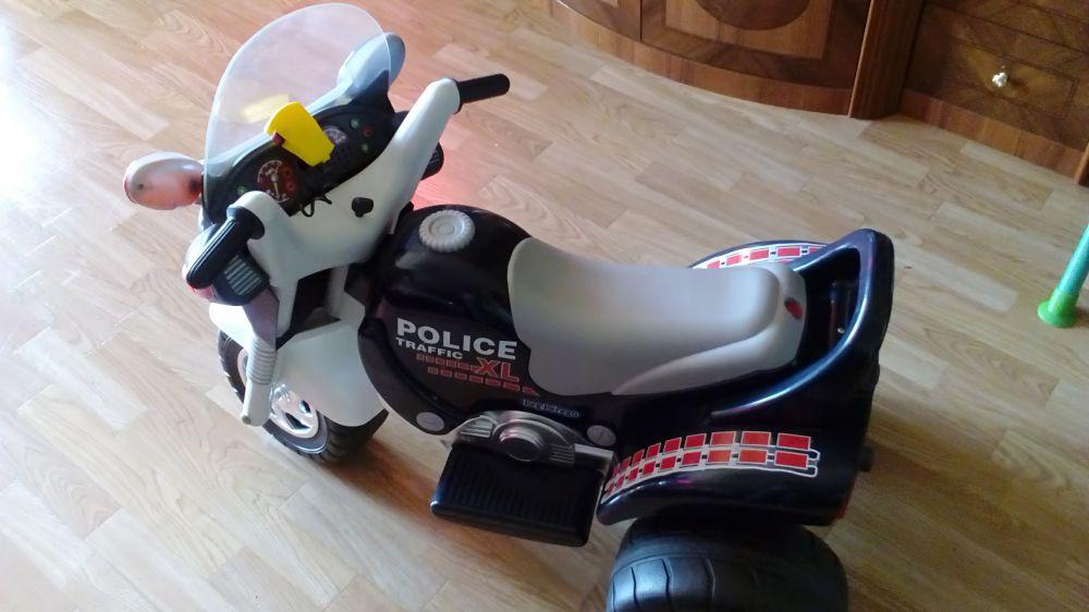 Batteridriven leksak polistrehjuling.