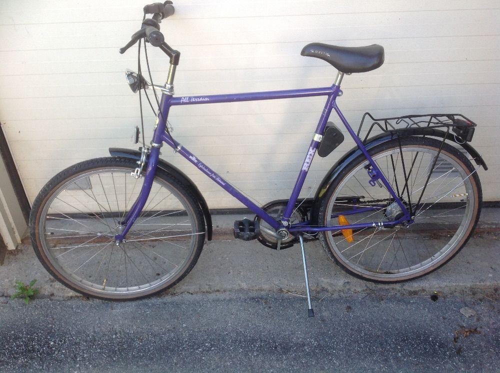 Två lättåkta cyklar