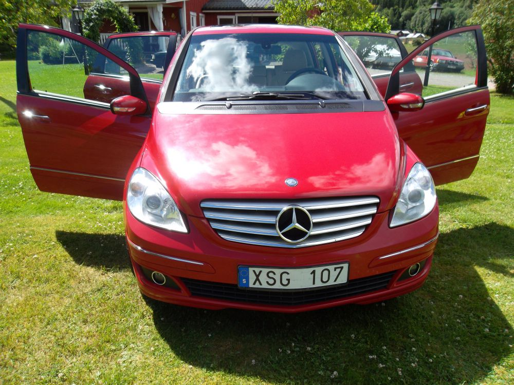 Mercedes B200 -06