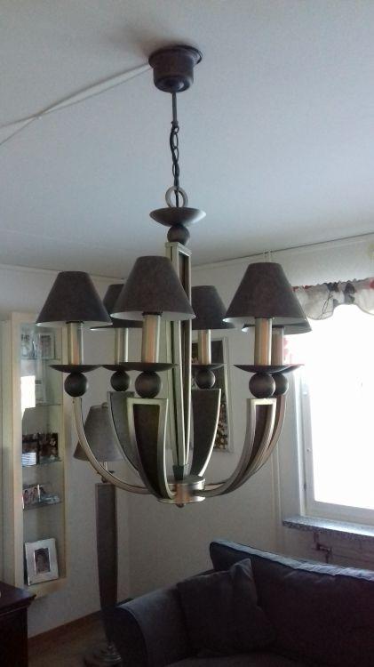 Taklampa, bordslampa och golvlampa i samma grupp.