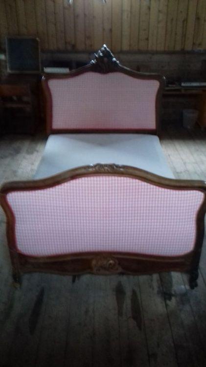 Antik säng