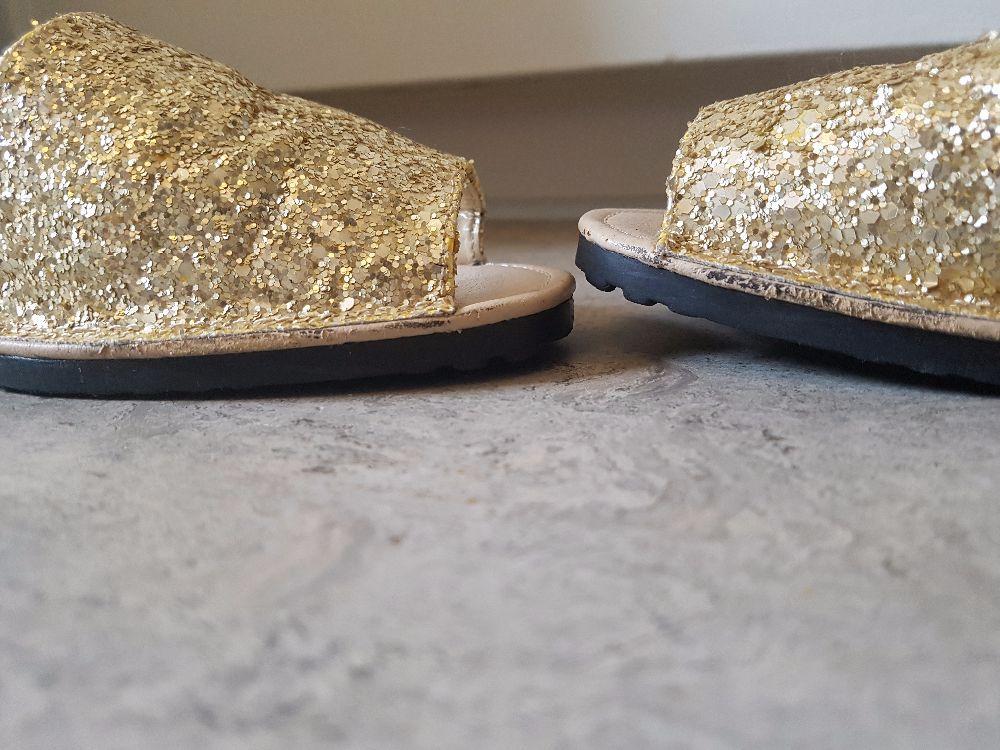Glittriga sandaler