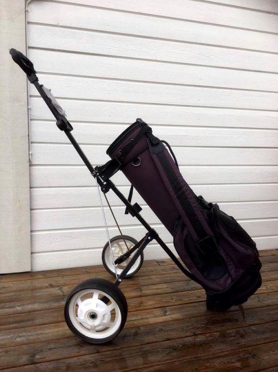 Golfutrustning - damklubbor, bag plus vagn