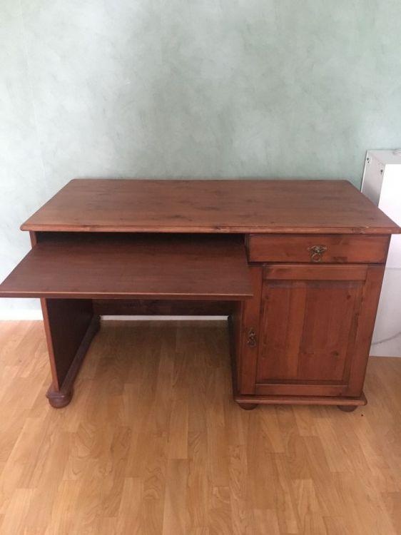 Skrivbord o TV bänk