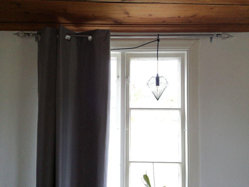 Gardinstänger med snygga knoppar passar upp till 140-160 fönster