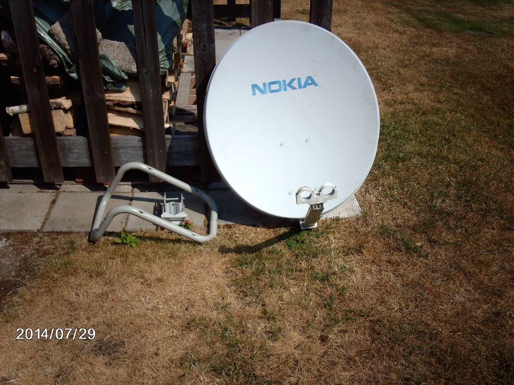 En digital satelit mottagare med parabol