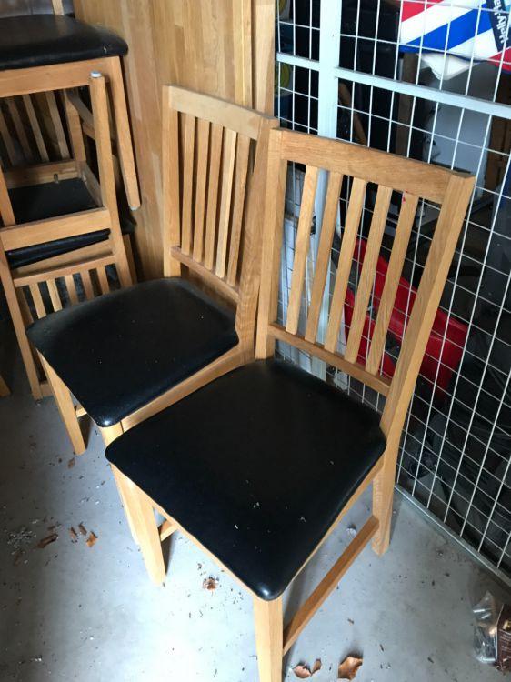 Massivt ekbord med 6 tillhörande stolar