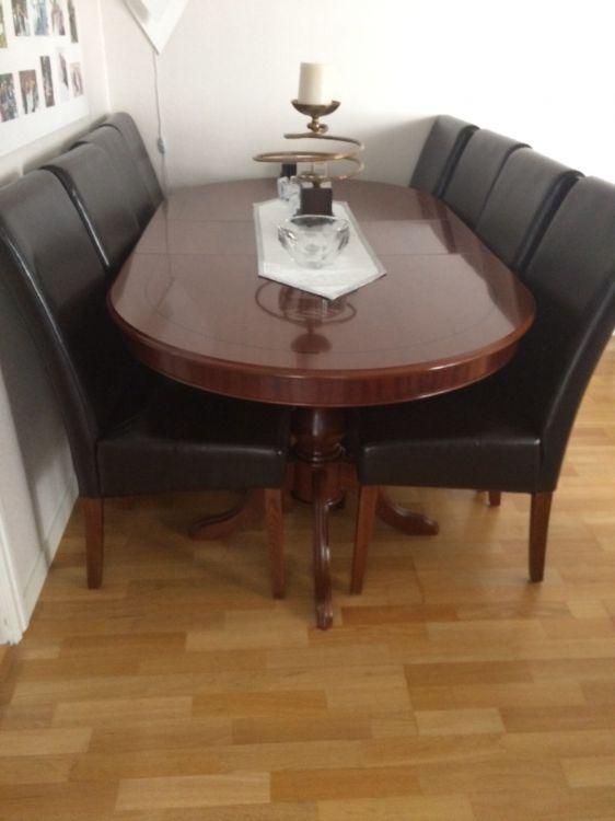 Matbord, storar & vitrinskåp
