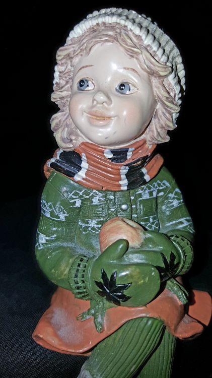 Underbar sittande keramik docka i perfekt skick.
