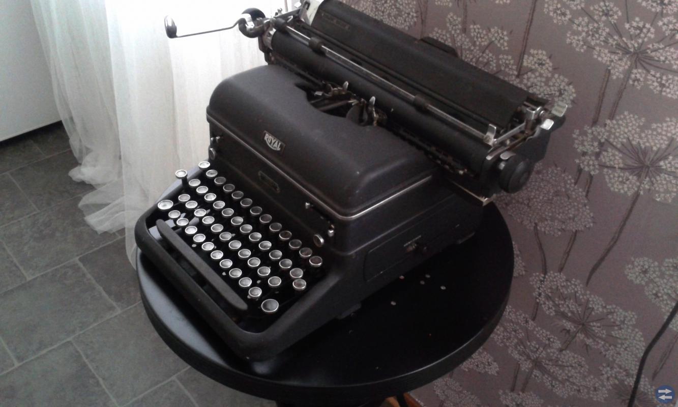 Gammal antik skrivmaskin