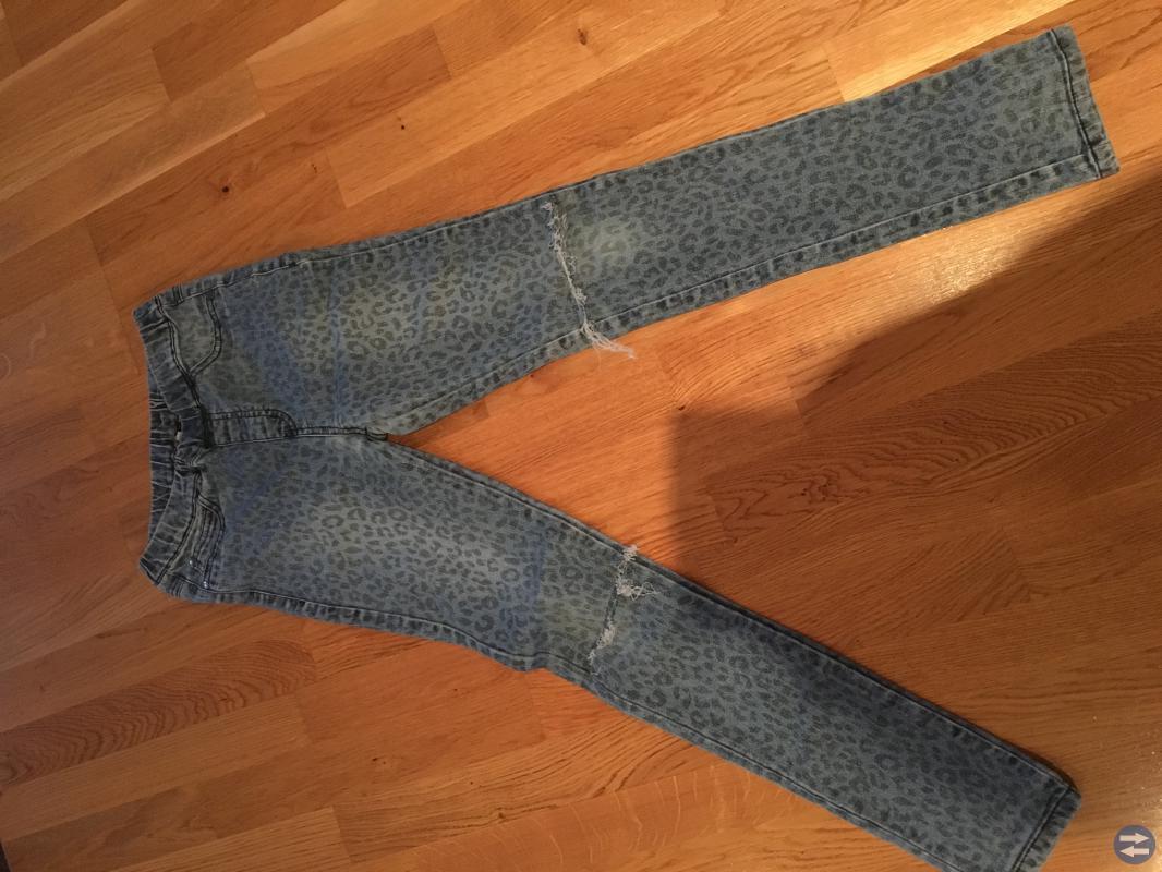 Två par jeans helt nya st 140