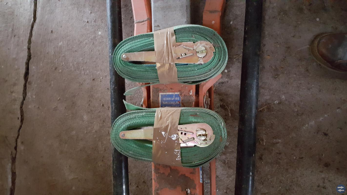 Spännband 2 st. ca. 9 m. långa med spännare