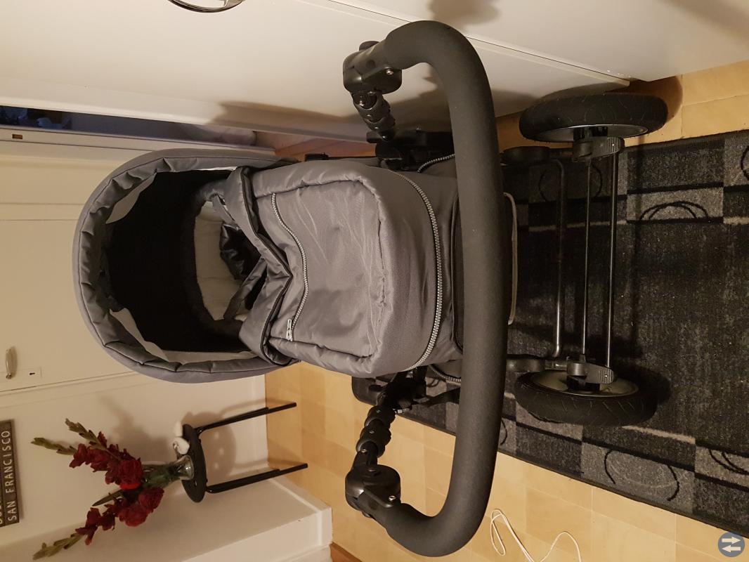 Barnvagn med tillbehör