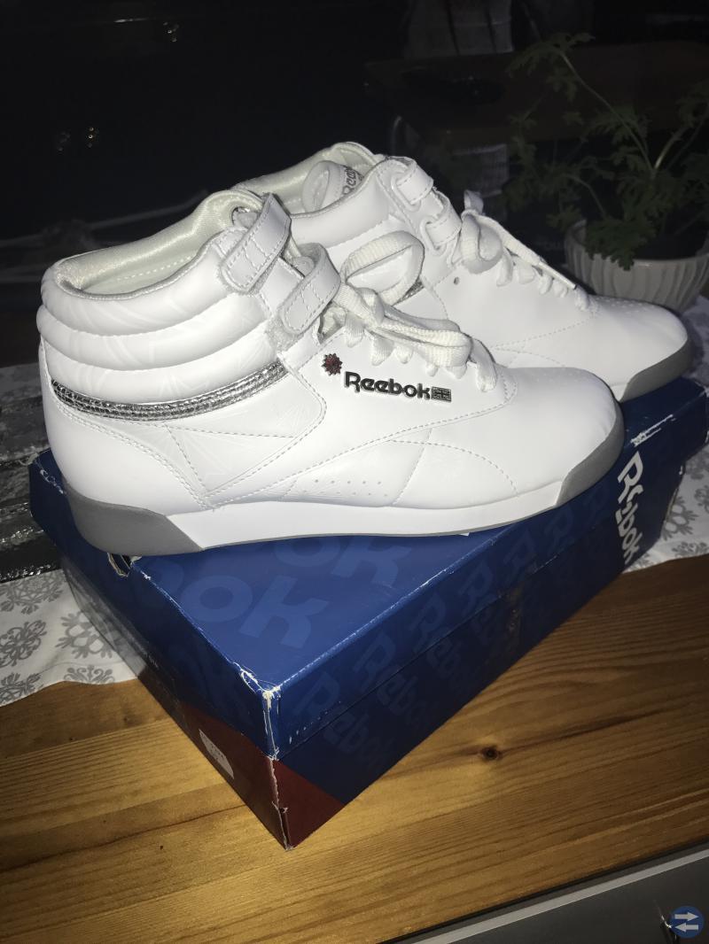 Reebok sneakers oanvända