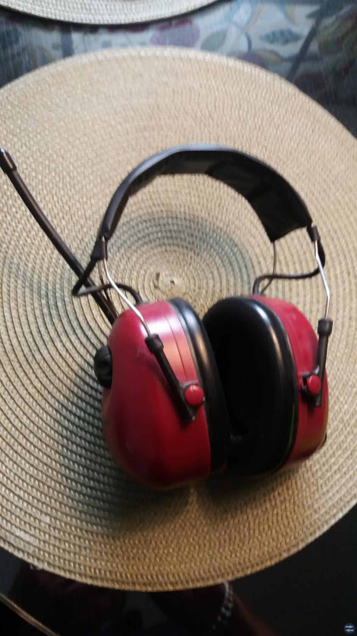 Hörlurar med radio från Peltor.