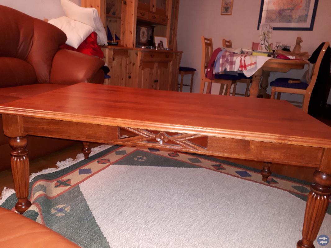 Skinngrupp och soffbord
