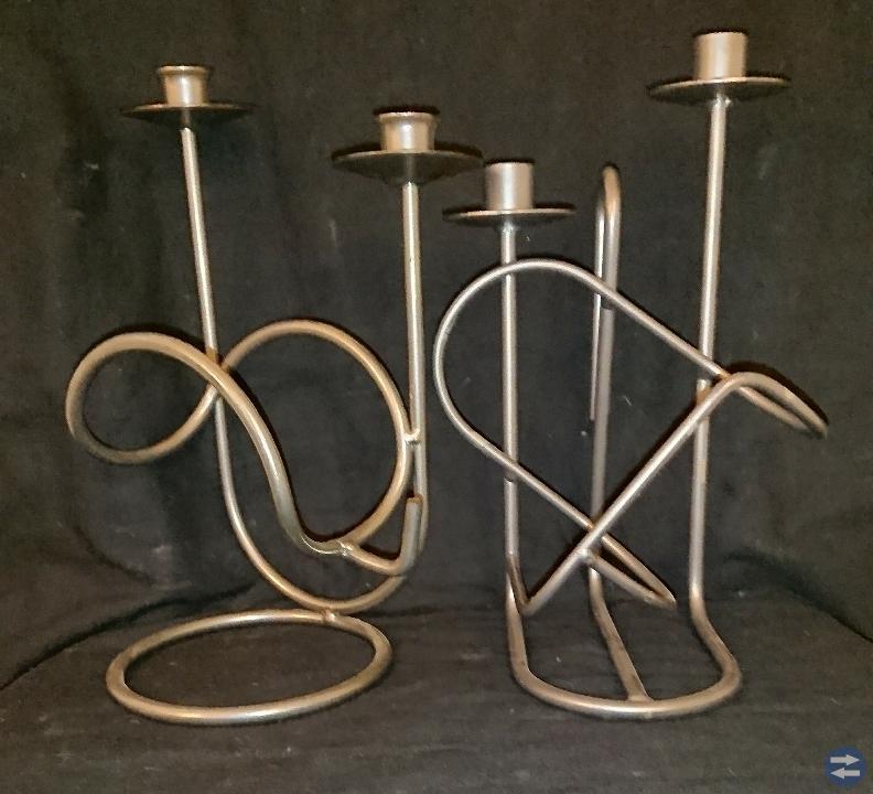 2 st.ljusstakar/vinhållare/silveraktig.