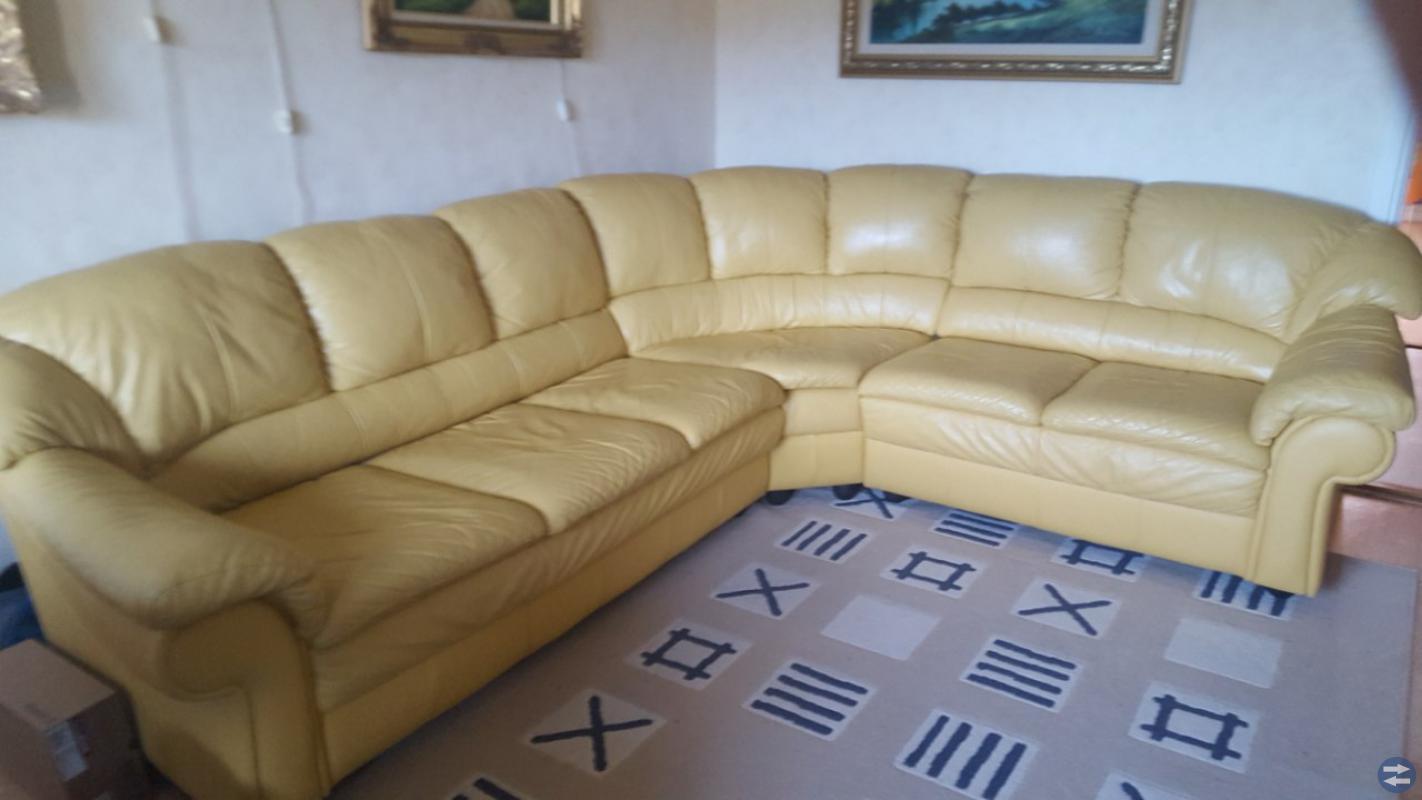 Soffa, Matbord och Taklampa