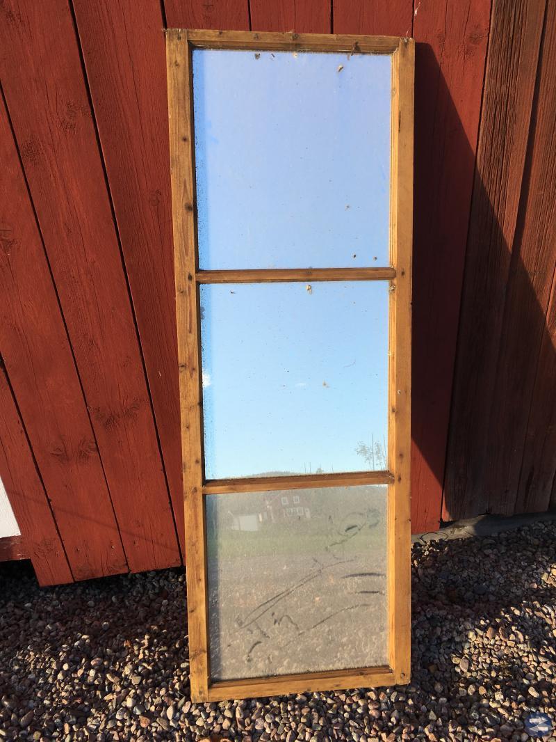 Rottingstol och spegel