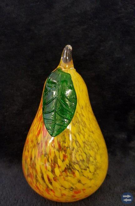 Underbar päronformad handblåsta i glas.