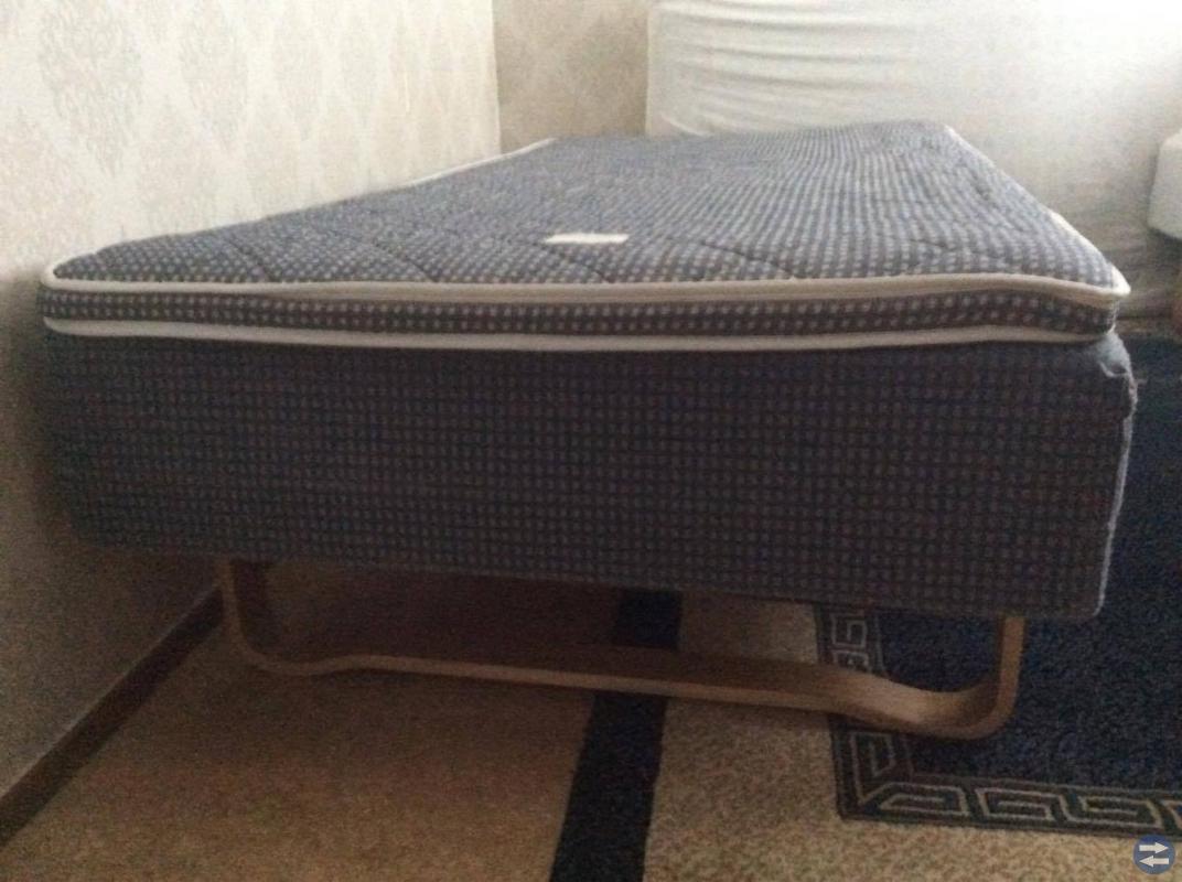 Tre olika sängar i bra och nyskick
