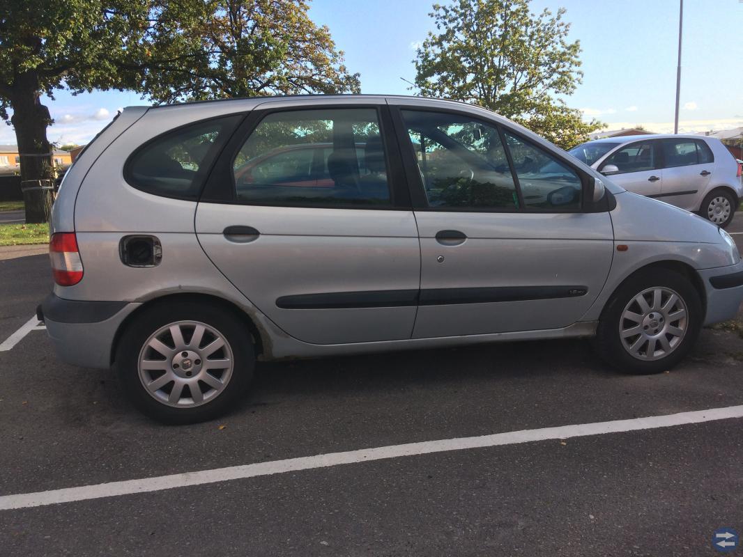 Jag säljer en Renault Scenic årsmodell 1999 bes