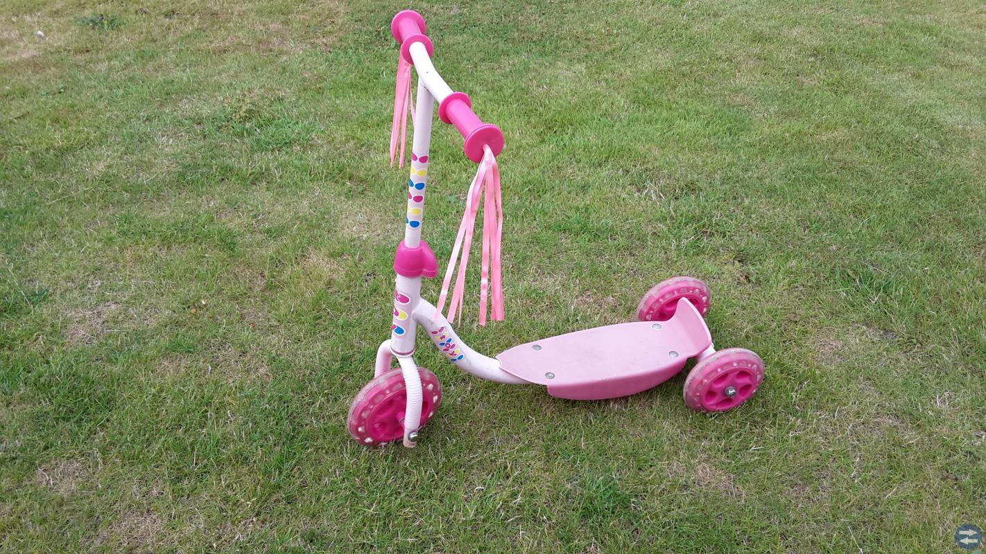 2 st sparkcyklar (med 3 hjul), rosa