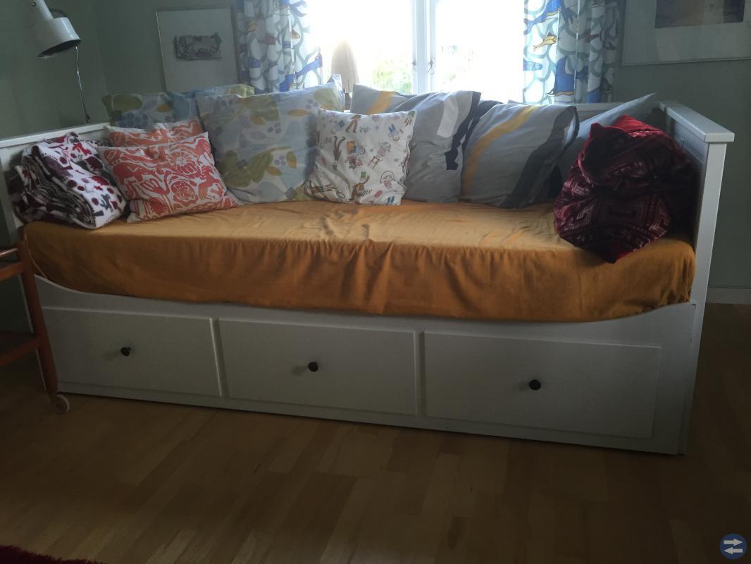 Hemnes dagbädd från IKEA med madrasser Kristinehamntorget se Kristinehamns bästa och största