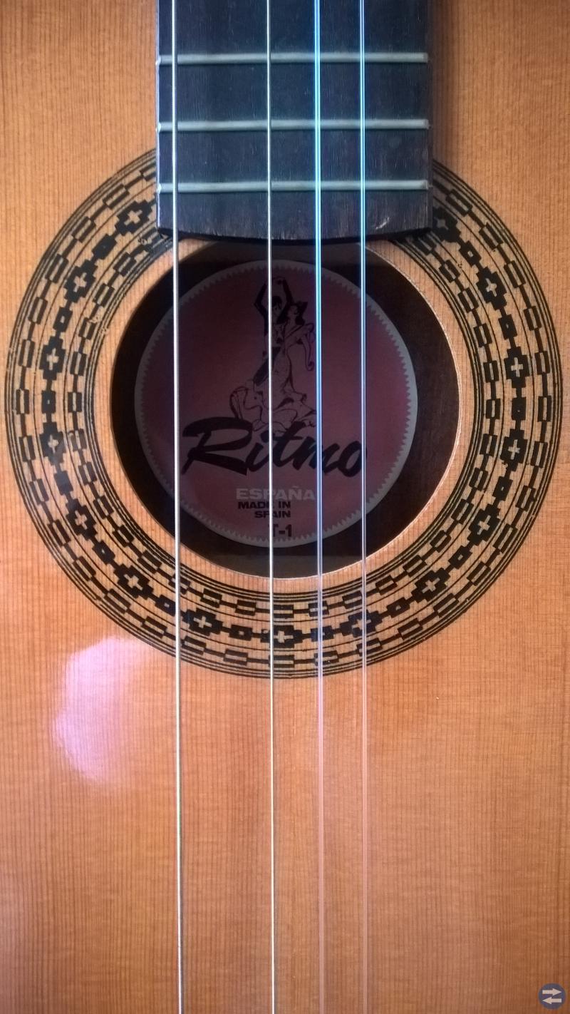 Ritmo, liten fin spansk akustisk guitar