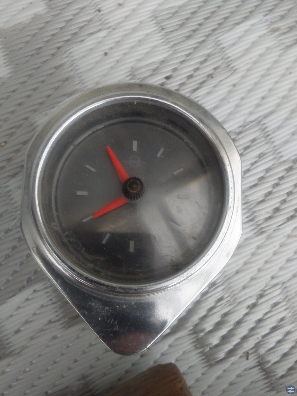 Klocka till äldre Opel