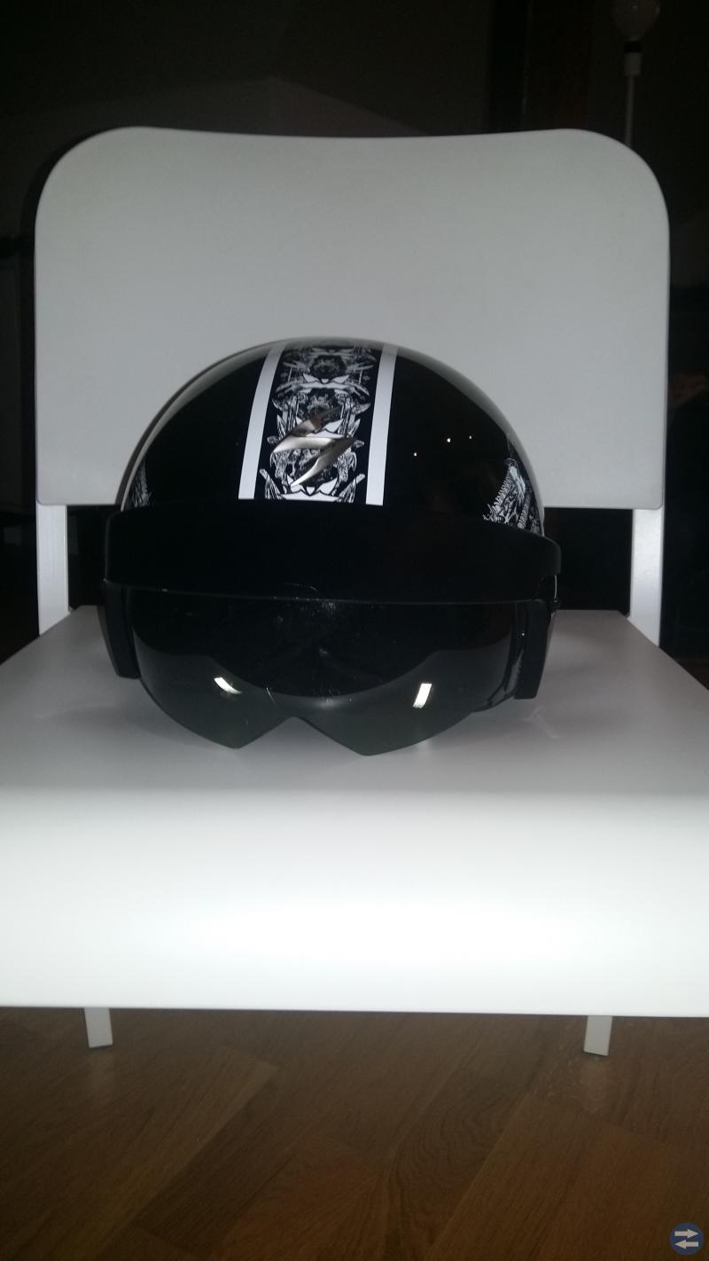 Dödskalle mönstrad moped hjälm