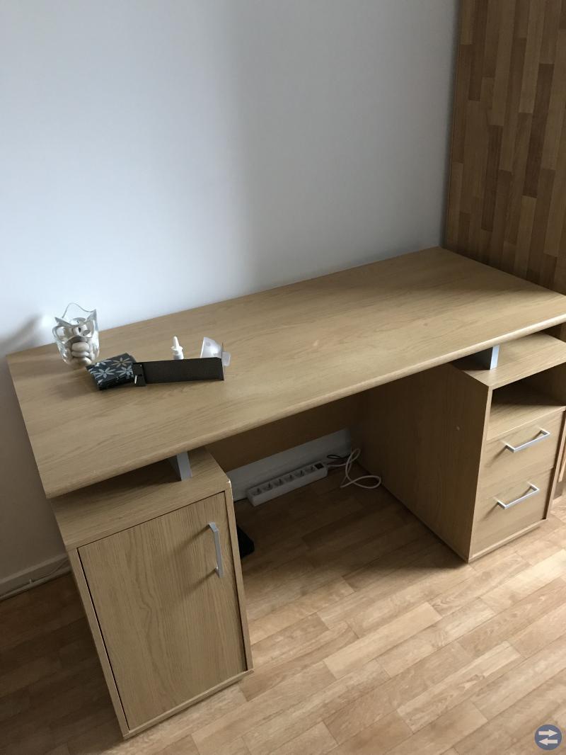 Garderob och skrivbord i nyskick