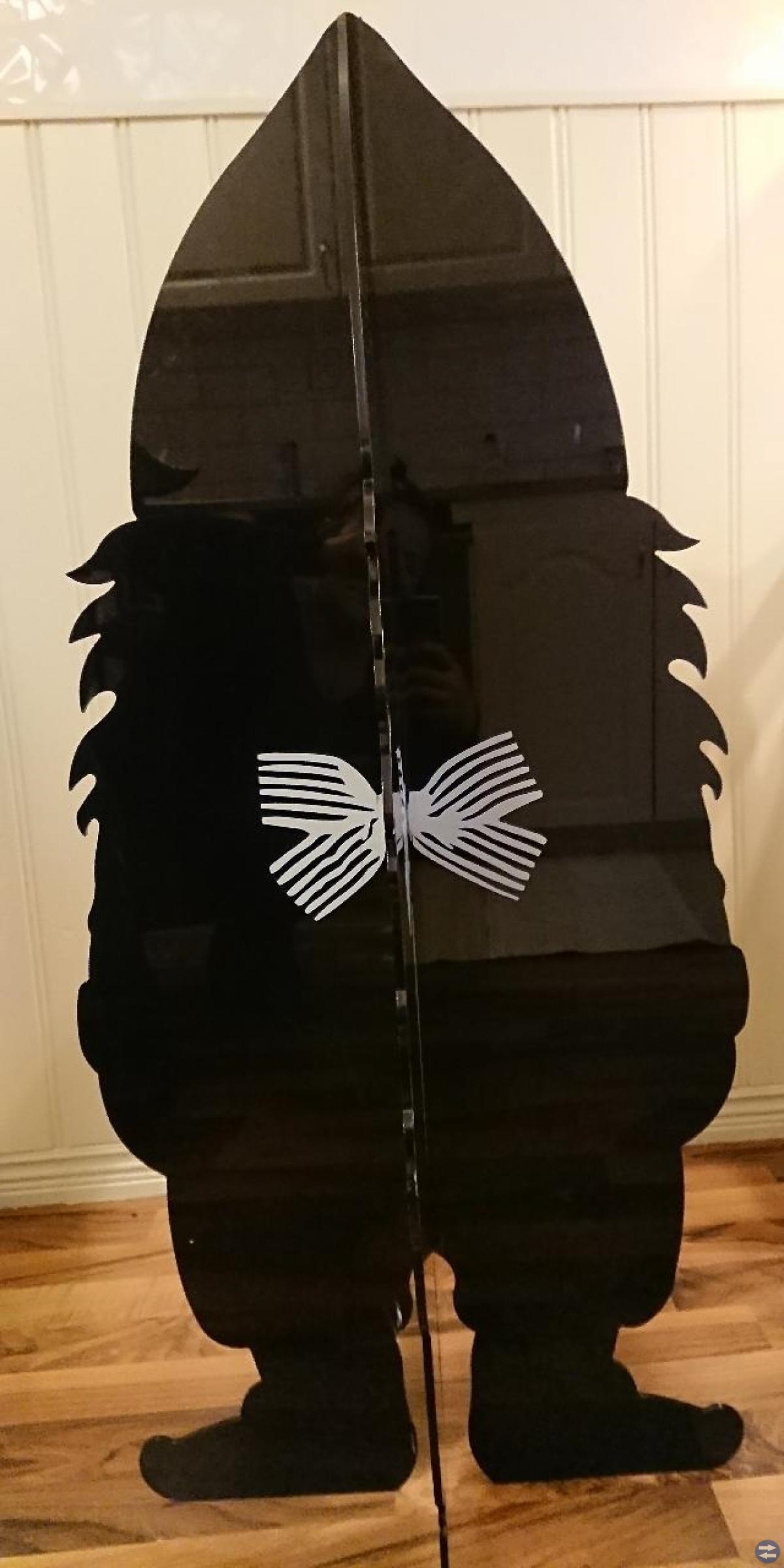 Tomte Svart i plastik.104cm hög.