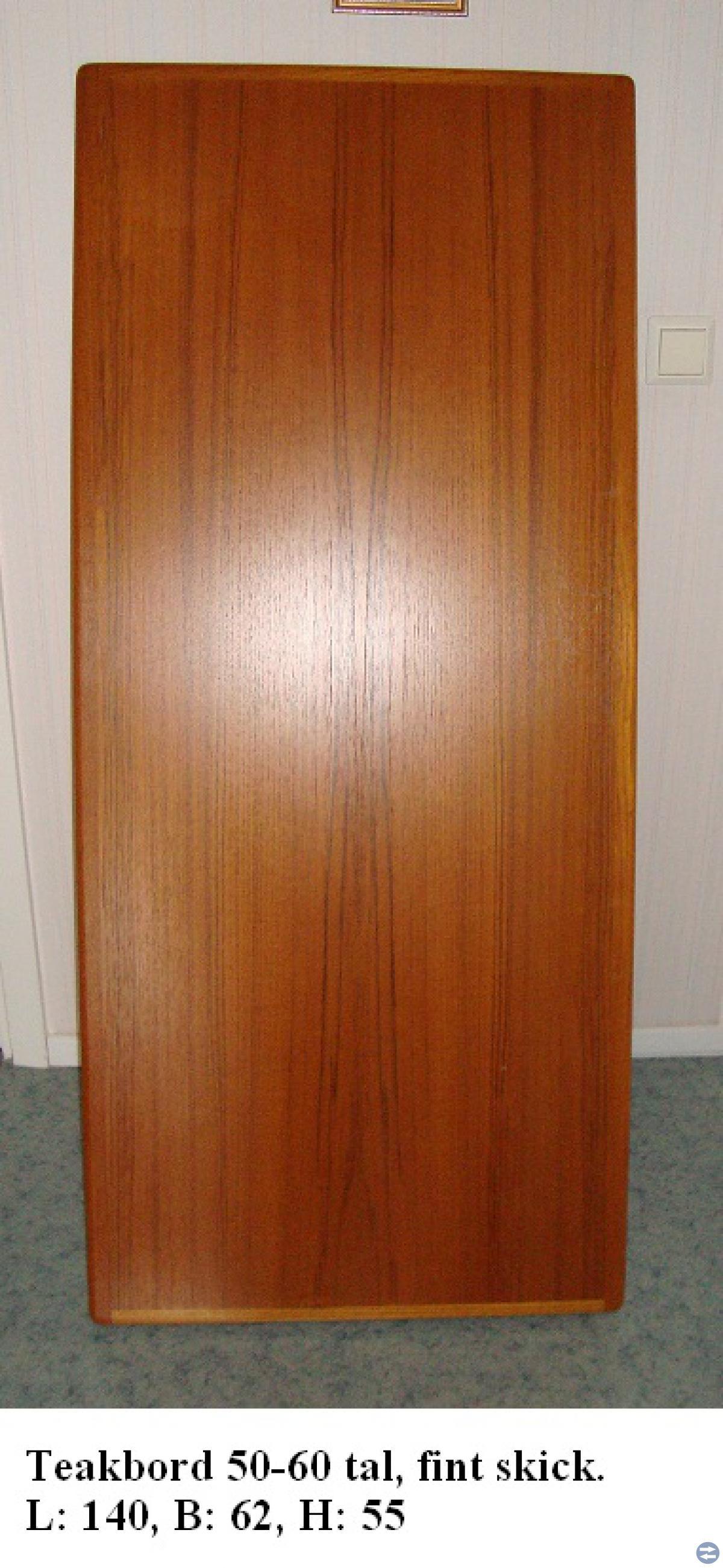 2 st. bord, 2 bambustolar, lampor