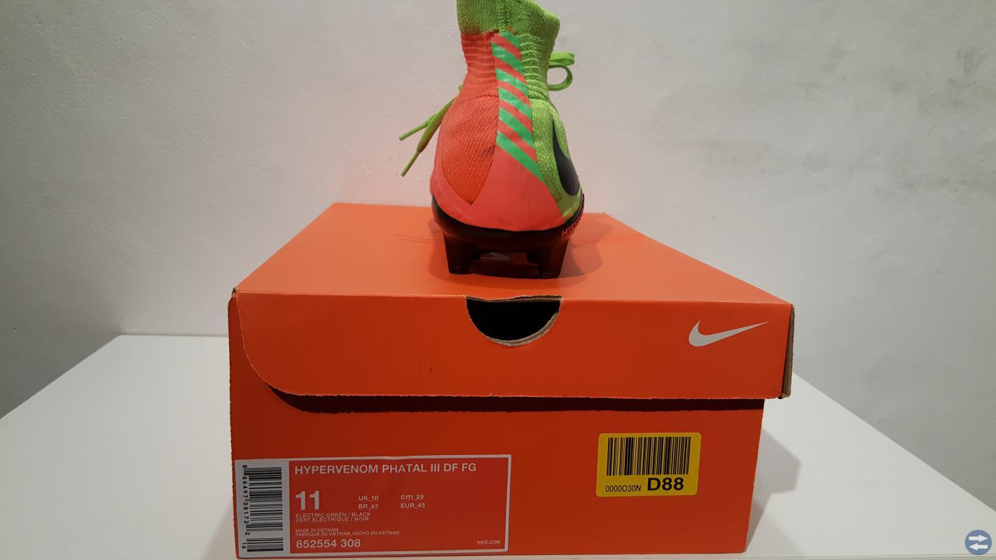 Nike Fotbollsskor, Strl 45 + Benskydd
